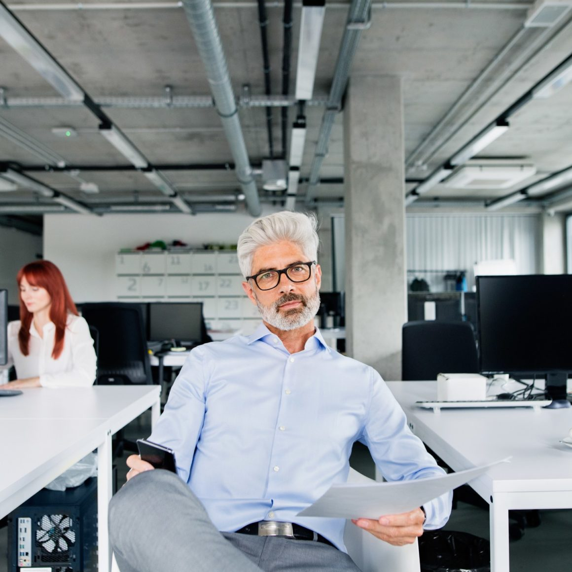 two-business-people-in-the-office-working-PSUQY8T